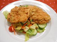 Cukkinis bundában sült csirkemell