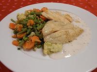Grillezett sügér filé citromfű mártással,párolt zöldségekkel