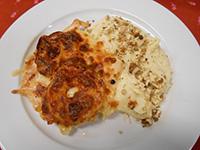 Almával,sajttal sült csirkemell diós zelleres burg.pürével