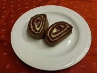 Vaníliás csokoládétekercs szederzselével