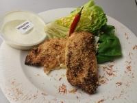 Szezámos csirkemell könnyű joghurtos tojásos fejes salátával