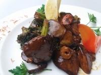 Csirkemáj osztriga szószban brokkolival és garnélarákkal