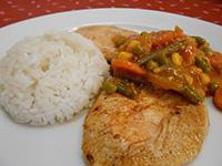Roston csirke mexikói zöldséges raguval és rizzsel