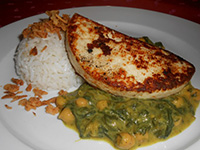 Grill házi tehénsajt indiai parajos csicseriborsóval + rizs