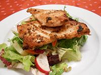 Olivaolajos paradicsomos csirkemell,balzsamos kevert saláta