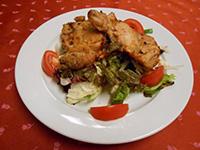 Fokhagymás csirkecomb,balzsamos saláta