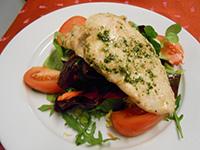 Pestos olajban sült csirkemell snidlinges kefíres kevert s.