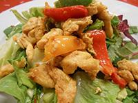 Grillen sült csirke fajitas balzsamos friss salátával