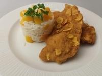 Corn flakes morzsában sült csirkemell filé barackos rizzsel