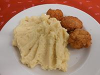 Házi csirke nuggets burgonyapürével