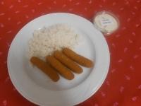 Rántott sajtrudak jázmin rizzsel és tartármártással