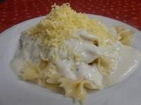 Tejszínes sajtkrémes masnitészta reszelt sajttal