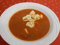 Olasz paradicsomleves tortellinivel