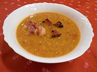 Vöröslencse leves sült baconnal