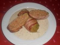 Baconba göngyölt barnar.csirkehússal töltött kelkáp.fokhagym