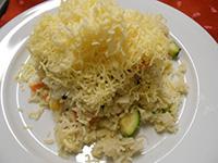 Zöldséges rizottó reszelt sajttal