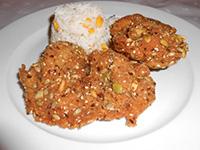Sokmagvas rántott csirkecomb kukoricás rizzsel