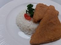 Rántott sonka sajttal töltve jázmin rizzsel és tartármártás