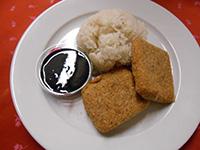 Diós bundában sült kecskesajt párolt j.rizzsel és áfonyával